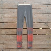 Printed leggings in dark grey/coral