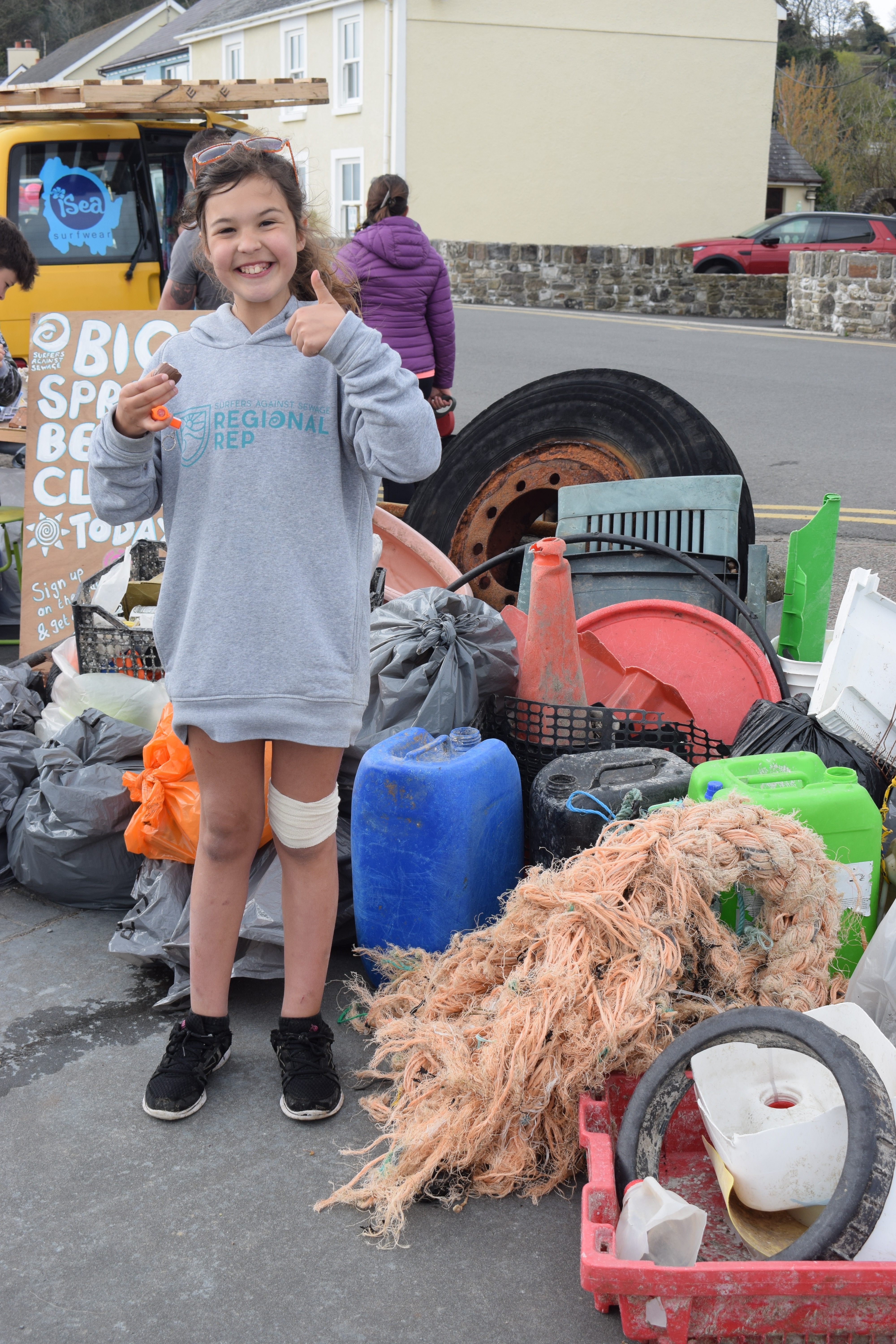 Surfers Against Sewage Beach Clean rep, Jaz Strzelecki
