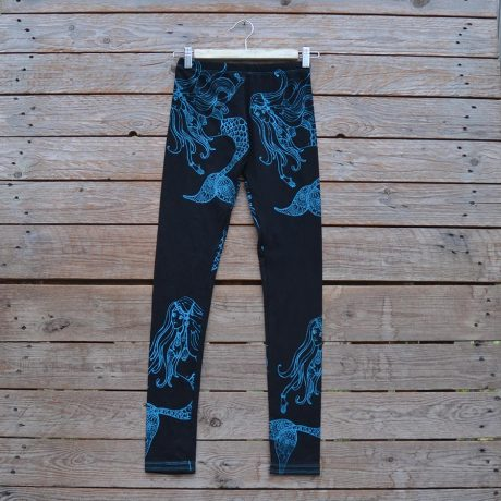 Printed leggings in black with mermaids in teal
