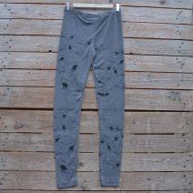 Printed leggings in light grey with shark print in black