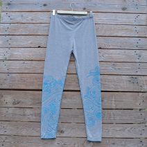 Printed leggings in light grey with wave design in turquoise